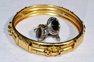 Shopping for Gold and Silver Jewelry